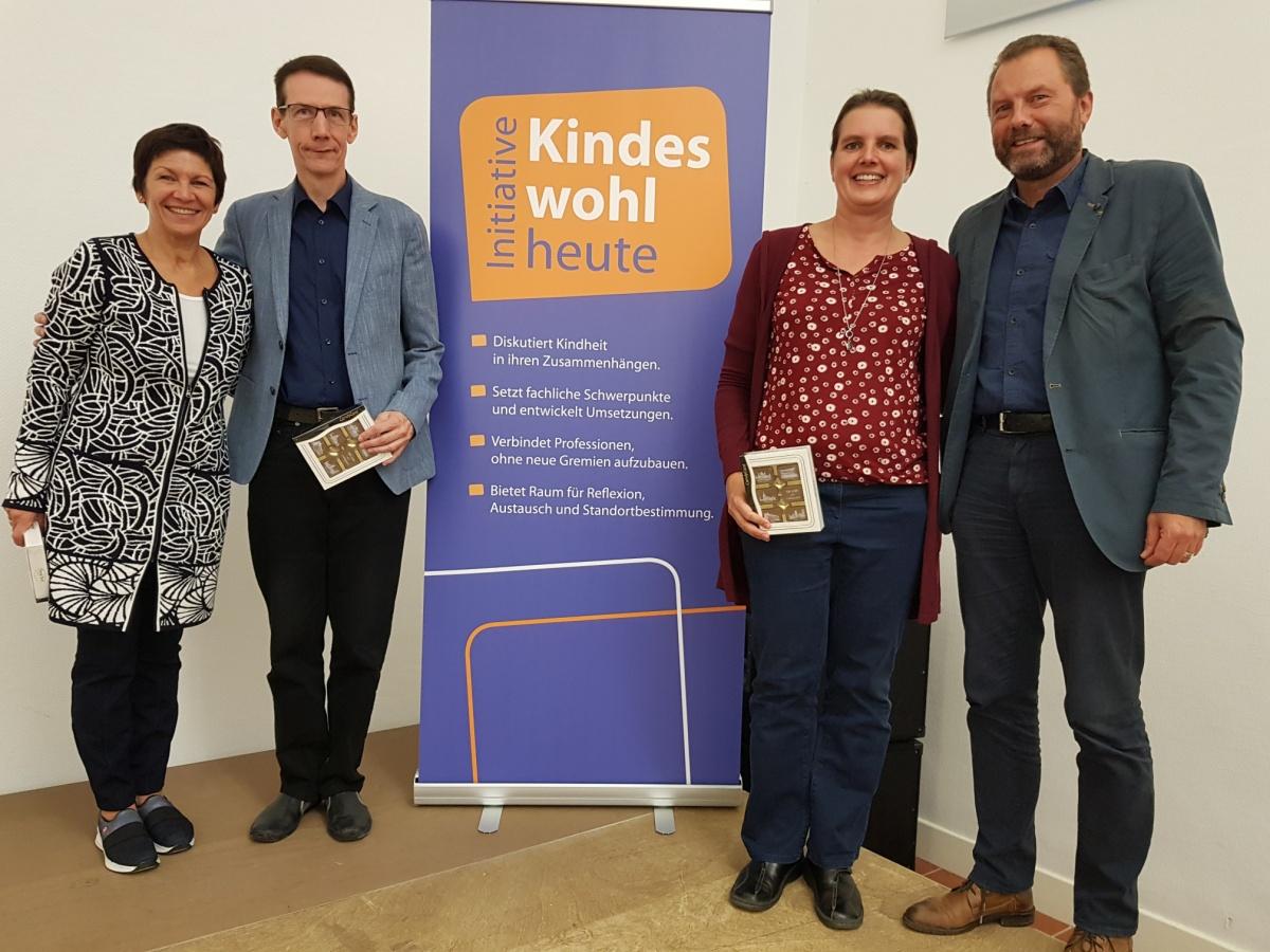 v.l.n.r.: Die Referierenden: Heike Bösche, Dr. med. Michael Hipp, Monique Breithaupt-Peters und Ansgar Röhrbein (Moderation). Foto: Stefan Hesse